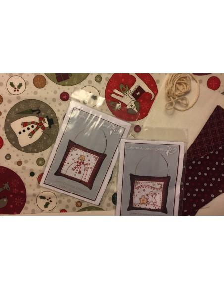 kit colección con 2 Bordados Muñeco de Nieve y Galleta Ginger. Red Work Adorno puertas Navidad Lynette Anderson
