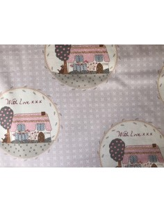 Tela patchwork  beis con casas Veronique Requena colección Country Chic