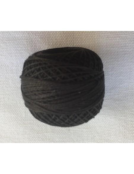 12 Ovillo hilo perlé Valdani negro para black work