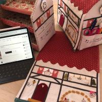 Hoy seguimos avanzando para terminar la casita costurero de Alsacia. Ya está a la venta el kit completo en https://thewoolcollection.com/inicio/2018-sal-mistery-costurero-casita-de-alsacia-by-lauratwc-1-entrega.html   #thewoolcollection #patchwork #costurero #sewingroom #costuracreativa #costurerocasaalsacia #organizadorcostura #sewingroom #sewingcase #handmade #diy #hechoamano #hechoconamor #valdanithreads